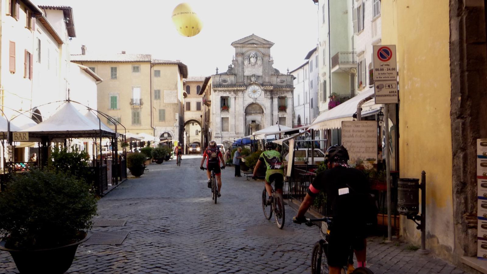 Spoleto piazza del Mercato1